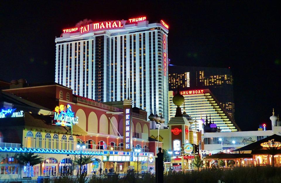 Crowds cheer demolition of Trump Casino in Atlantic City