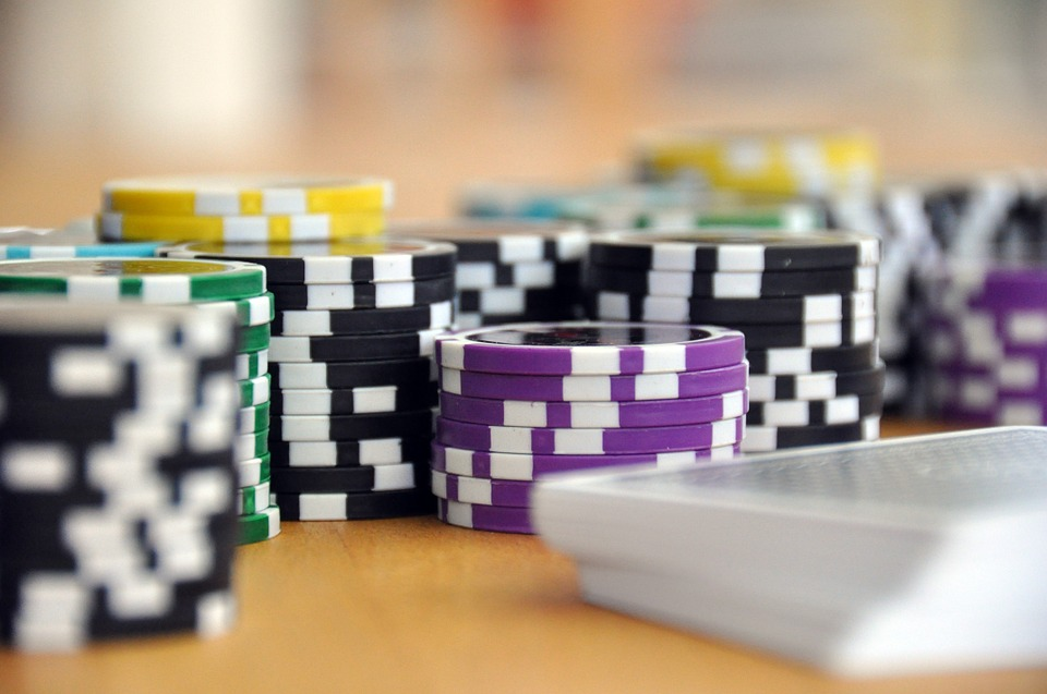 Study finds gambling warning labels 'ineffective'